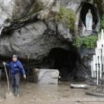 Floods damage grotto in Lourdes