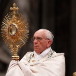 Pope's Sunday focuses on need for peace, gift of Eucharist