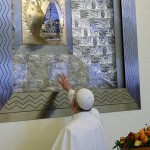 Pope returns to Marian shrine, entrusts WYD to Mary's care